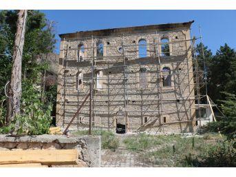 Büyükşehir, Yanan Tarihi Camiyi Restore Ediyor