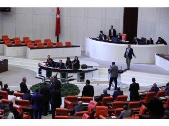 Chp İstanbul Milletvekili Sezgin Tanrıkulu'ndan İç Tüzük Protestosu