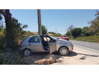 Antalya'da Otomobil Direğe Çarptı: 1 Yaralı