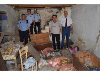 Gemlik Belediyesi Çöp Evi Temizledi
