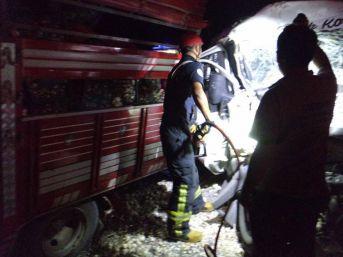 Kazada Kamyonette Sıkışan Çocuğu İtfaiye Kurtardı