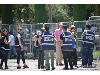Grup Toplantısını Diyarbakır'da Parkta Yapan Hdp'den 1 Haftalık 'vicdan Ve Adalet Nöbeti'