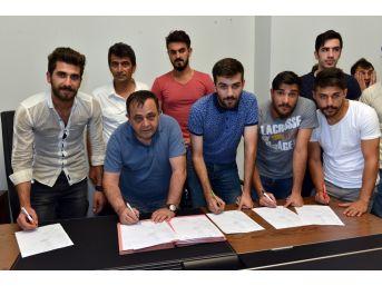 Yakutiyespor, Bal Ligi İçin Toplu İmza Attı