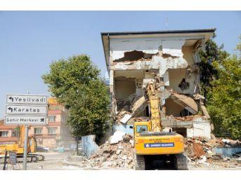 Gaziantep'te 47 Yıllık Polis Merkezi Yıkıldı