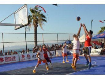 Dikili'de Sokak Basketbolu Şenliği