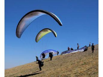 8'inci Ali Dağı Yamaç Paraşütü Şampiyonası Başladı