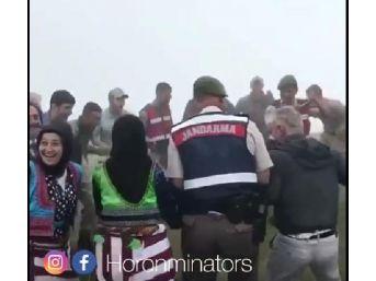 Jandarma, Yaylada Bulunanlarla Horon Tepmesi Sosyal Medyada Gözde