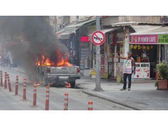 Protesto Için Adliye Önünde Kamyonetini Yaktı