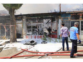 Ankara'da Korkutan Yangın: 7 Dükkan Küle Döndü