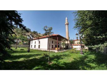 Nallıhan'da Tarihi Caminin Restorasyon Çalışmaları Tamamlandı