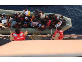 Kuşadası Körfezi'nde 37 Kaçak Göçmen Yakalandı