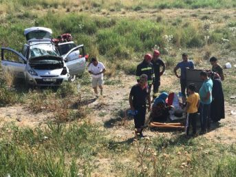 Konya'da Şarampole Devrilen Otomobilde 5 Kişi Yaralandı