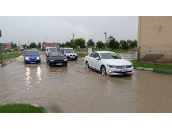 Kütahya'da Yağmur Caddeleri Göle Çevirdi