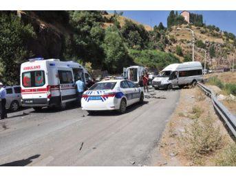Bitlis'te Trafik Kazası; 6 Yaralı
