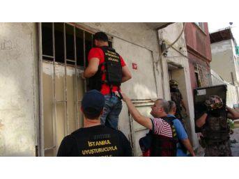 Fatih'te Helikopter Destekli Uyuşturucu Operasyonu: 12 Gözaltı