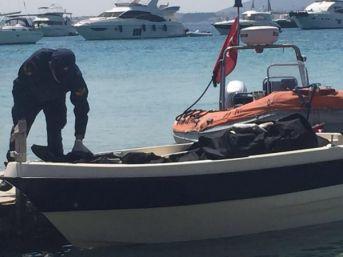 Koyda Demirli Teknede 100 Kilo Esrar Ele Geçirildi