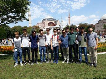 Akademi Lise Öğrencilerinden İstanbul Çıkartması