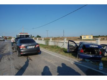 Tekirdağ'da İki Otomobil Çarpıştı: 4 Yaralı