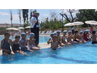 Edremitli Çocukların Havuz Keyfi