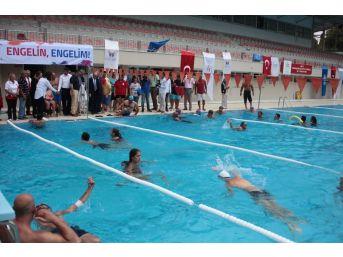 Engelliler Yüzme Öğreniyor