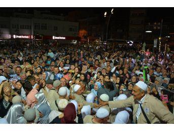 Sandıklı'da Hacı Uğurlama Töreninde İzdiham Yaşandı