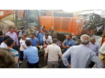 Ağrı'da Iş Makinesi Midibüsün Üzerine Düştü: 7 Ölü, 11 Yaralı (2)- Yeniden