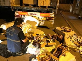 Aksaray'da Tır'da 7 Bin 900 Paket Kaçak Sigara Ele Geçirildi