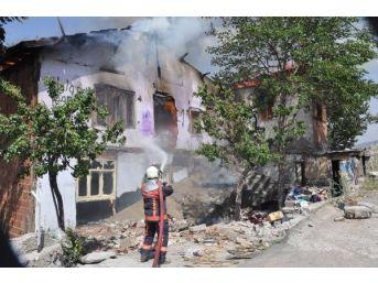 Aynı Mahallede Peş Peşe Yangın; 4 Kişiyi Itfaiye Kurtardı