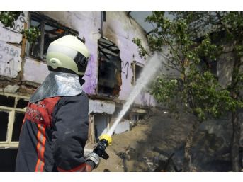 Başkent'te Peş Peşe Korkutan Yangınlar: 4 Vatandaşı İtfaiye Kurtardı