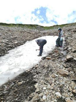 Posof Dağlarında Kar Yeme Keyfi