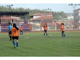 (özel Haber) Genç Kızların Futbol Maçına Hakem Atamayı Unuttular