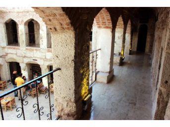 267 Yıllık Tarihi Taşhan Kafe Oldu