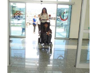 Çorum'da Hastalar Golf Arabasıyla Taşınıyor