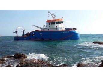 Araştırma Gemisi İskenderun Açıklarında Karaya Oturdu