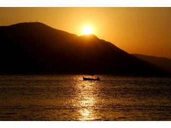 Eğirdir Gölü'nde Büyüleyen Gün Batımı