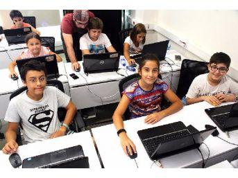 Çocuklar Bilişim Eğitimleri Ile Geleceğe Hazırlanıyor