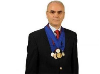"""Doç. Dr. Ahmet Yıldızhan, """"dar Kanal Hastalığının Her Aşamasına Dikkat Edin!"""""""