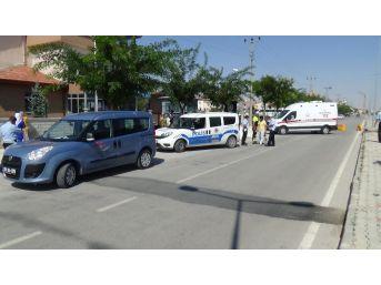 Karaman'da İşçi Midibüsünün Çarptığı Polis Memuru Yaralandı