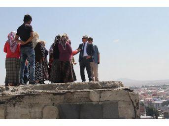 Kars'ta 'ucube' Çevresinde Terk Edilen Binalar Korkutuyor