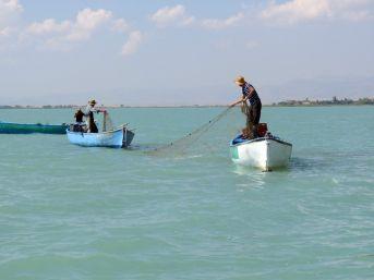 Beyşehir Gölü'nde Bu Defa Balık Değil 'hayalet Ağ' Avlıyorlar