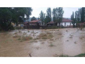Şiddetli Yağış Altıntaş'ın Köylerinde Etkili Oldu