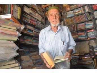 (özel Haber) Hayatını Kitaplara Adadı
