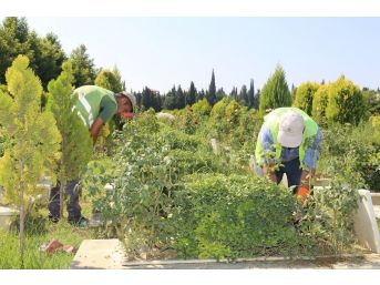 Turgutlu'da Bayram Öncesi Mezarlıklar Bakıma Alındı