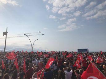 Türk Yıldızları Trabzon'da Şehit Eren Bülbül İçin Uçtu