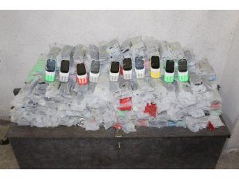 Yedek Lastik Içine Gizlenmiş 825 Adet Cep Telefonu Ele Geçirildi