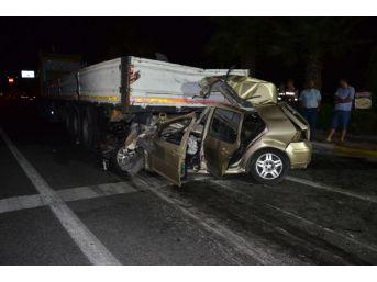 Otomobil Tır'a Çarptı: 4 Ölü