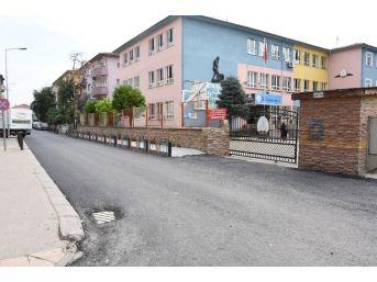Düzce'de Okul Yolları Asfaltlanıyor