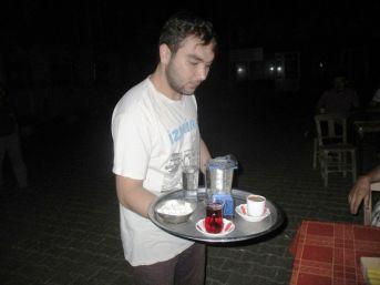 Mum Işığında Çay İçen Vatandaşların 'elektrik Sıkıntısı'