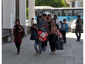 Kars'ta Yurda Kaçak Giren 75 Yabancı Uyruklu Yakalandı