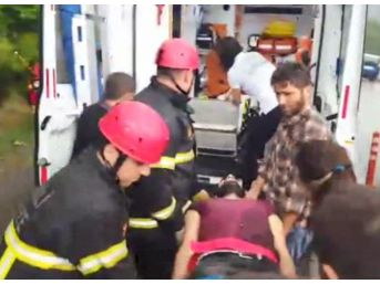 Zonguldak-ereğli Karayolunda Minibüs Devrildi: 2 Yaralı